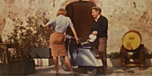 Carlo Croccolo e Angie Dickinson in piazza SS. Annunziata